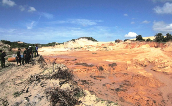 Bình Thuận: Vỡ bờ bao hồ chứa nước đãi titan rộng khoảng 3.000m2