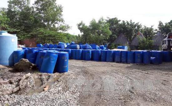 Phát hiện hơn 100.000 lít hóa chất độc hại trong khu dân cư
