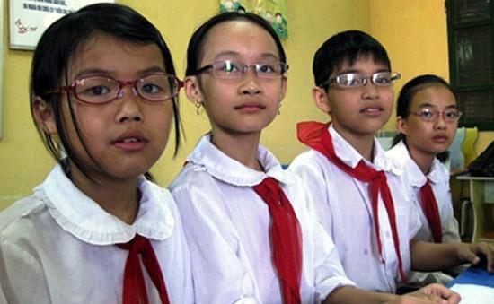 80% học sinh trường chuyên, lớp chọn mắc tật cận thị