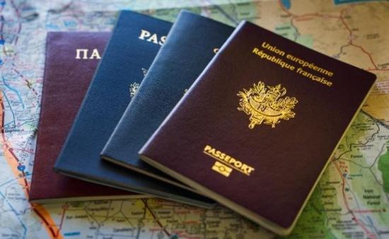 Cảnh sát Thái Lan đột kích đường dây làm hộ chiếu giả
