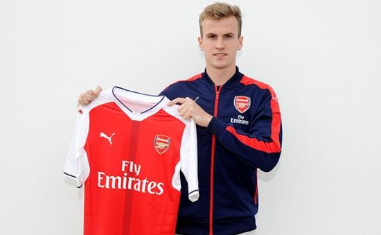 Arsenal chính thức có trung vệ mới
