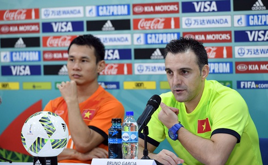 HLV Bruno Formoso chia tay ĐT futsal Việt Nam