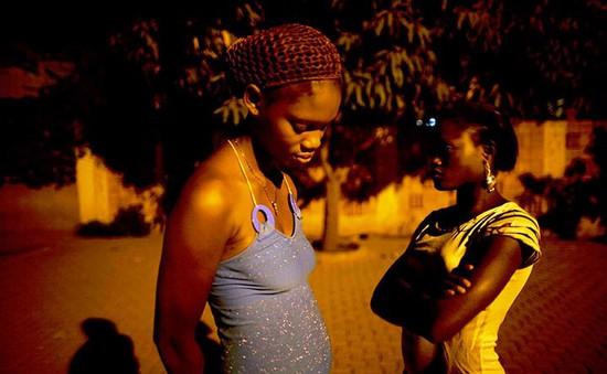Cay đắng giấc mộng đổi đời của các cô gái Nigeria
