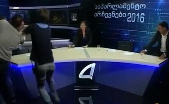 Chính trị gia Gruzia ẩu đả trong buổi truyền hình trực tiếp