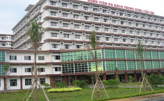 Đình chỉ 3 bảo vệ bệnh viện dùng roi điện và dùi cui dí vào bệnh nhân