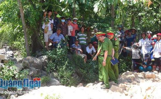 Điều tra xác thanh niên dính đầy máu ven đường tại Quảng Ngãi