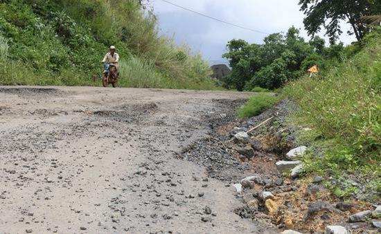 """Đắk Nông: Quốc lộ 28 bị """"băm nát"""""""