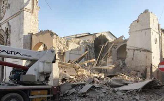 Italy cảnh báo về an toàn ở miền Trung sau động đất