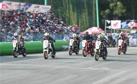 Tiếp tục chặng 4 giải đua xe tranh cúp vô địch quốc gia 2016