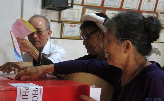 Cử tri Hà Tĩnh, Bà Rịa - Vũng Tàu nô nức đi bầu cử
