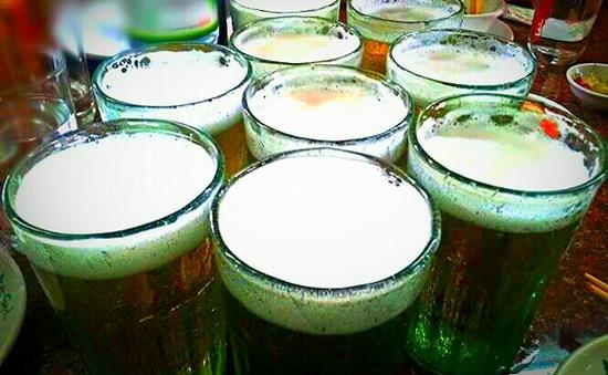 Người trên 60 tuổi ngày càng uống nhiều bia rượu