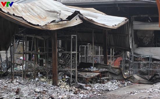 Chợ Phủ Lý vẫn đổ nát, ngổn ngang sau 10 ngày xảy ra cháy lớn