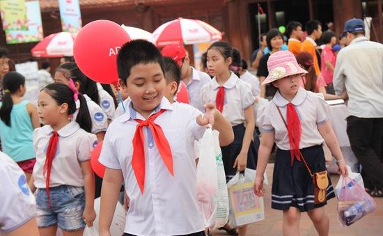 Hàng nghìn em nhỏ thích thú tới Hội sách Thiếu nhi