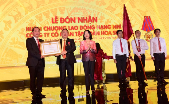 Tập đoàn Hoa Sen đón nhận huân chương Lao động Hạng Nhì