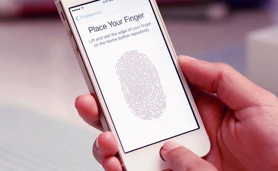 """Cô bé 6 tuổi """"phá khóa"""" thành công Touch ID để mua hàng online"""