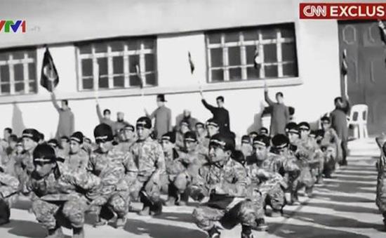 Cuộc sống trong lò đào tạo chiến binh trẻ em của IS