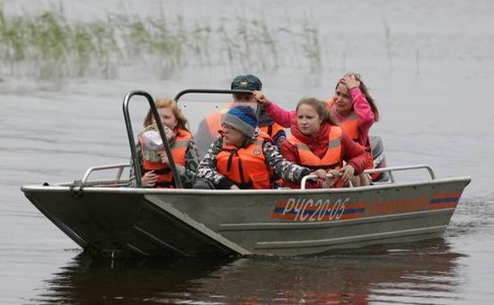 Nga: Khởi tố vụ lật thuyền làm 13 trẻ em thiệt mạng