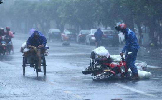 Hong Kong (Trung Quốc) ngưng trệ mọi hoạt động vì siêu bão Nida
