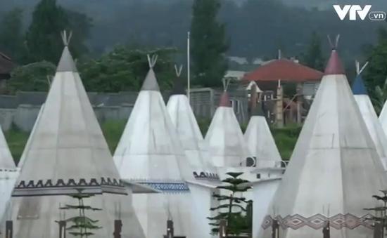 Nghỉ chân tại khách sạn lều độc đáo ở Indonesia