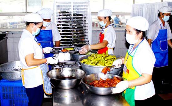 Bình Dương: Phạt hơn 60 triệu đồng các bếp ăn tập thể không an toàn