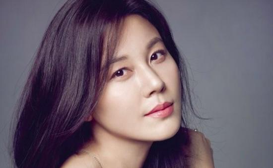 """Kim Ha Neul bẽn lẽn tiết lộ chồng là người """"kỳ lạ"""""""