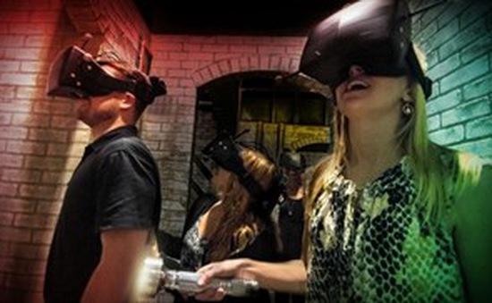 Sử dụng công nghệ thực tế ảo tại nhà trong mùa Halloween