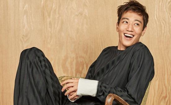 Người tình của Park Shin Hye gây mê với nụ cười trẻ thơ