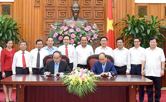 Thủ tướng và Chủ tịch MTTQ ký Nghị quyết liên tịch
