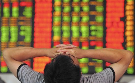 Bán tháo cổ phiếu ngân hàng, chứng khoán đỏ sàn