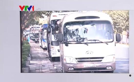 Nhà xe tìm cách đón khách trên tuyến đường cấm tại TP.HCM