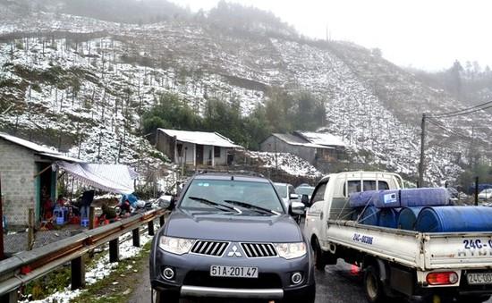 Lưu ý khi lái xe ô tô trên đường băng tuyết, trơn trượt