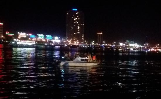 Vụ lật tàu trên sông Hàn, Đà Nẵng: 26 khách đã được cứu, còn nhiều người mất tích