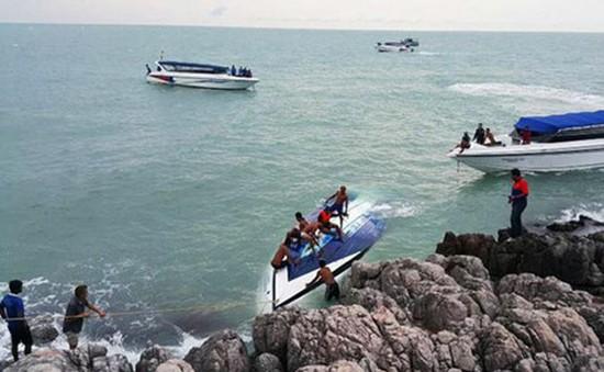 Lật tàu du lịch ở Thái Lan, 2 người thiệt mạng