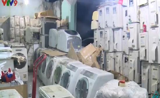 Bắt giữ lô hàng điện lạnh nhập lậu trị giá hàng tỉ đồng tại TP.HCM
