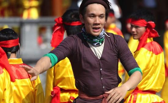 Cuộc đua kỳ thú 2016: Lincoln lần đầu giả gái, Hương Giang Idol chịu xấu khi hóa Thị Nở
