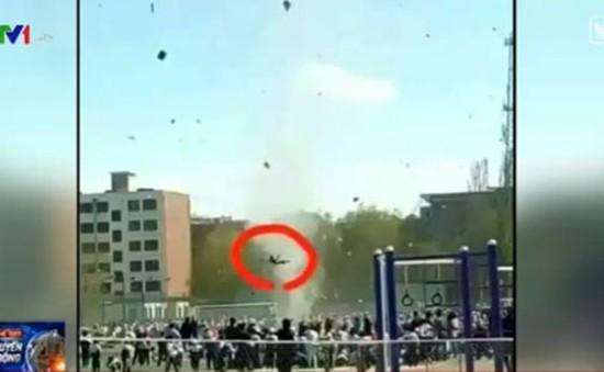 Lốc xoáy cuốn bay 1 học sinh tại Trung Quốc