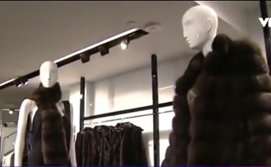 Mỹ truy tìm kẻ trộm áo lông thú hàng hiệu