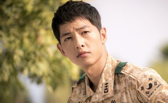 Hậu duệ mặt trời: Đại úy Yoo Shi Jin không có trong kịch bản gốc
