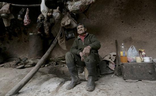 Kỳ lạ người đàn ông sống 40 năm trong hang núi