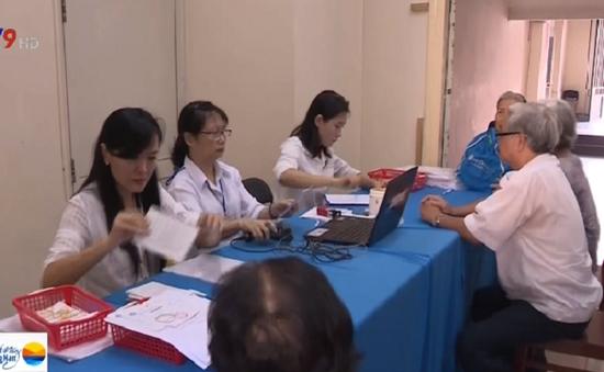 Người dân TP.HCM hồ hởi với mô hình nhận lương hưu tại nhà