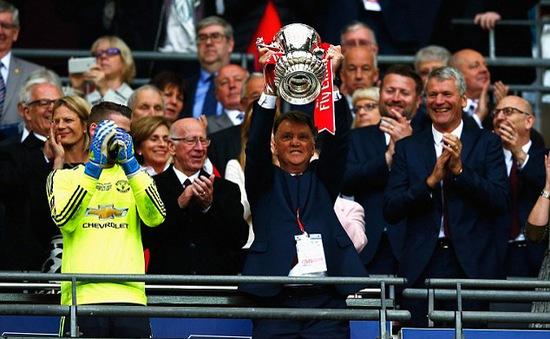 Ngày 22/5, Man Utd là 1 trong 6 đội bóng lên ngôi vô địch