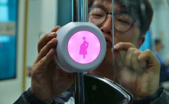 Pink Light - Thiết bị báo nhường chỗ ngồi cho phụ nữ mang thai trên tàu xe