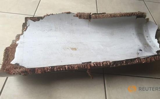 Tìm thấy 2 mảnh vỡ của MH370