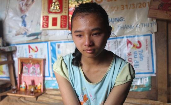 Nước mắt cô bé học giỏi, đi mót cà phê nuôi cha mẹ bị bệnh