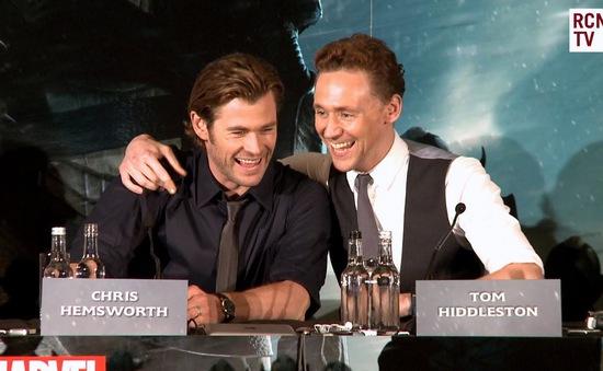 Thần sấm Thor: Tom Hiddleston rất hạnh phúc với Taylor Swift