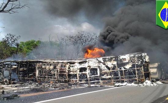Xe bus va chạm xe bồn tại Brazil, ít nhất 20 người thiệt mạng