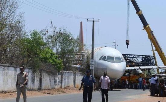 Sập cần cẩu làm rơi máy bay Airbus tại Ấn Độ