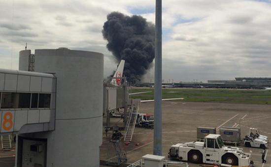 Máy bay của Korean Airlines bốc cháy