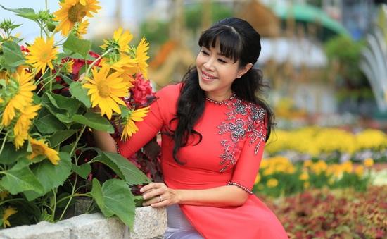 """MC Quỳnh Hoa: """"không quên những lần bị khán giả đuổi xuống sân khấu"""""""