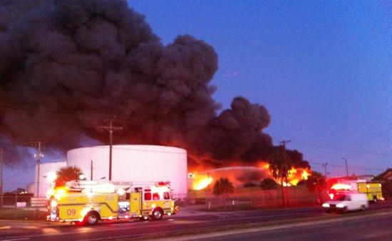 Mỹ: Cháy nổ lớn tại khu tái chế kim loại